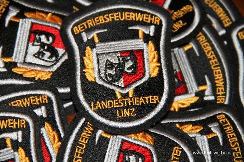 aufnaeher-landestheater-linz